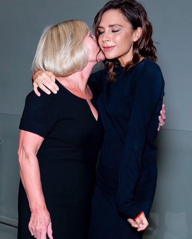 Виктория Бекхэм растрогала поклонников фотографией с мамой
