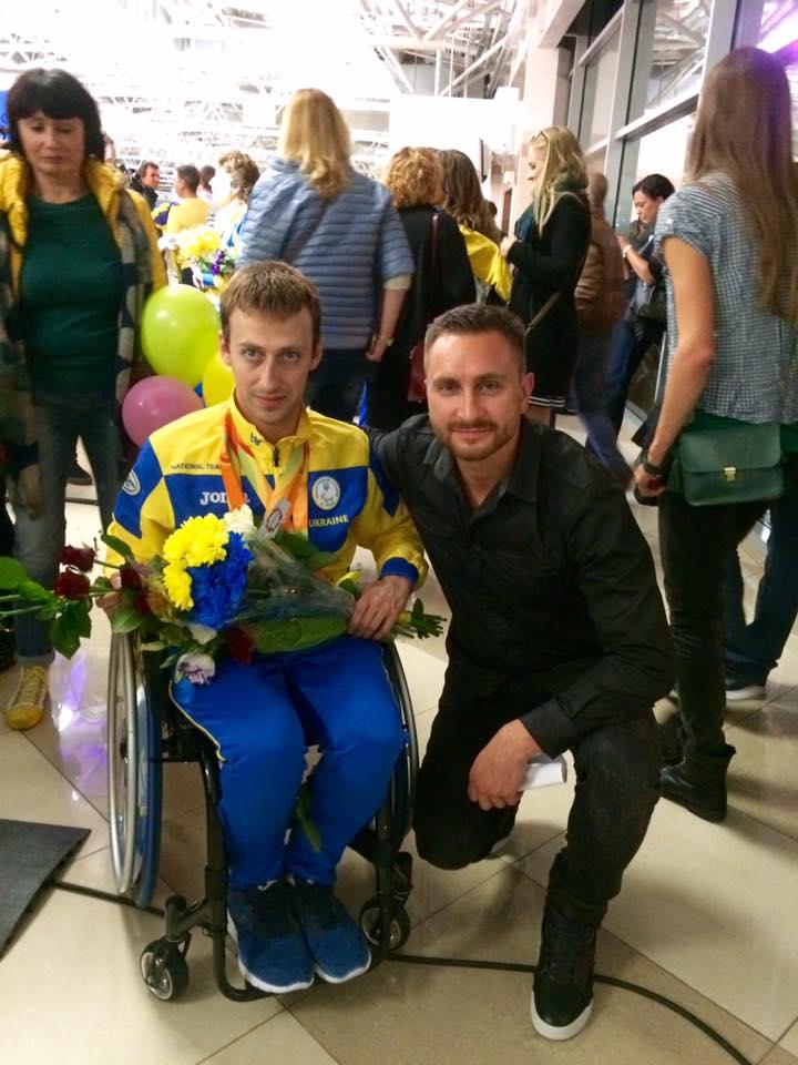 Украинские звезды встретили паралимпийцев в аэропорту Борисполь