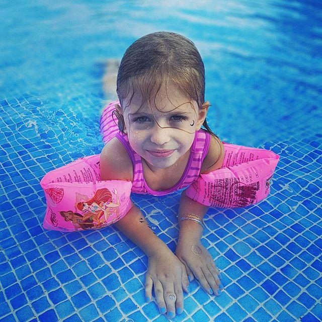 Продлили лето: Анатоли Анатолич наслаждается семейным отдыхом в теплых краях
