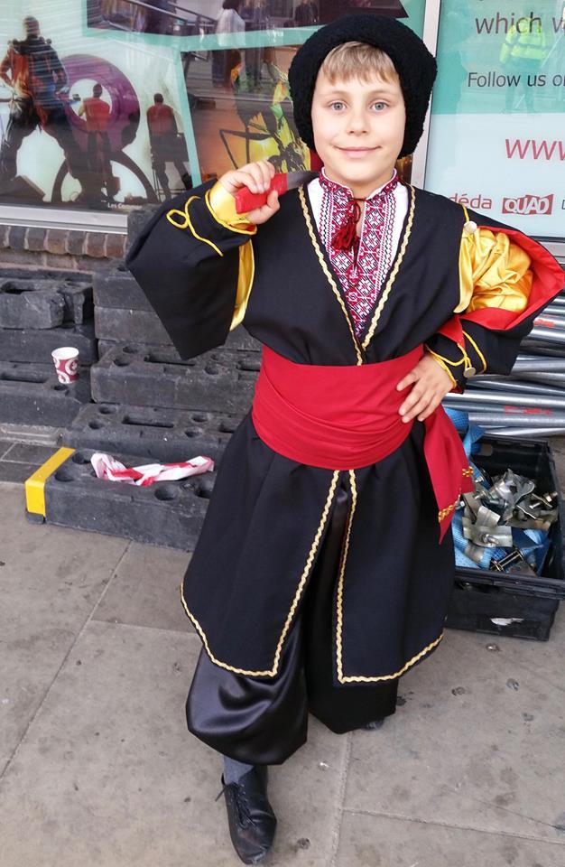 Маленький патриот: сын Тины Кароль позирует в национальном костюме