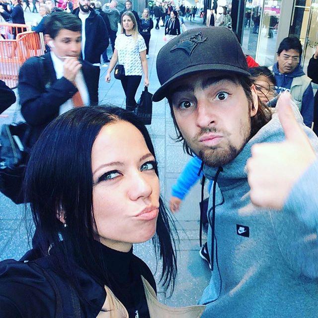 Влюбленные Надя Дорофеева и Владимир Дантес не скрывают чувств в Нью-Йорке