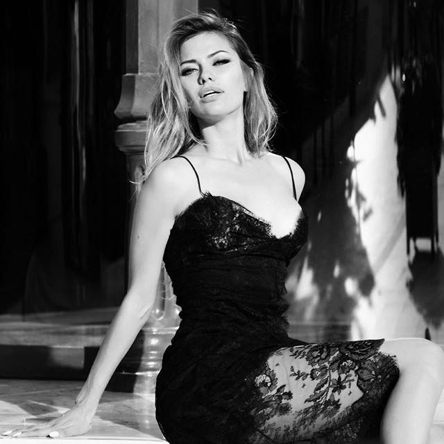 Оголенная Виктория Боня соблазняет идеальной фигурой в новой съемке