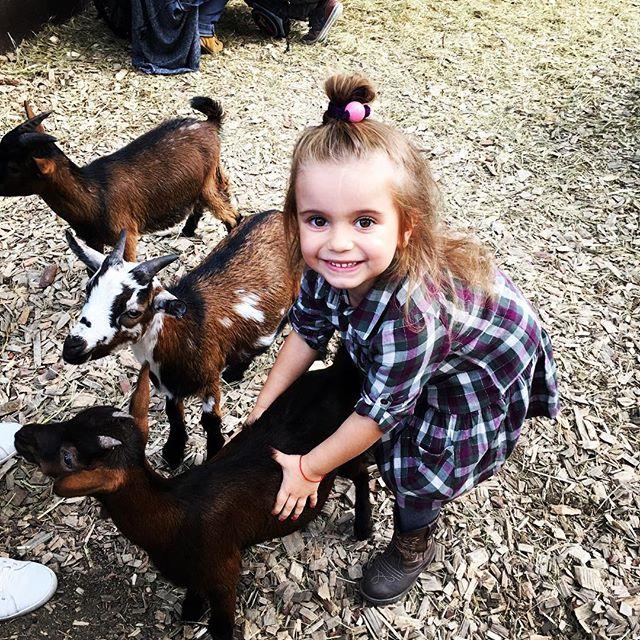 Обнимашек много не бывает: Лилия Ребрик позирует с крошкой-дочерью