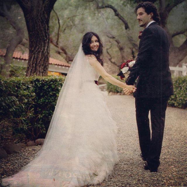 Онкобольная Шэннен Доэрти показала свадебное фото