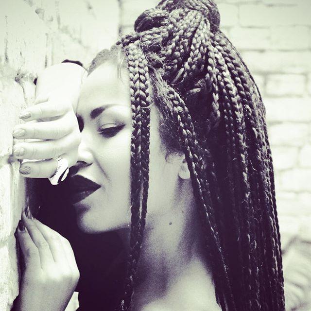 Словно солнце: Гайтана сделала себе прическу в африканском стиле