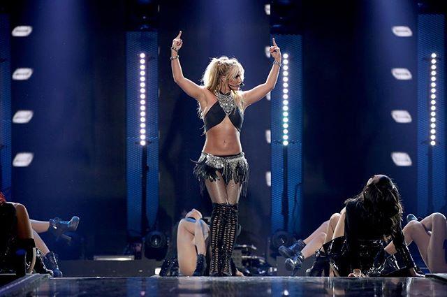 Горячая штучка: Бритни Спирс показала идеальную фигуру в сексуальной фотосьемке