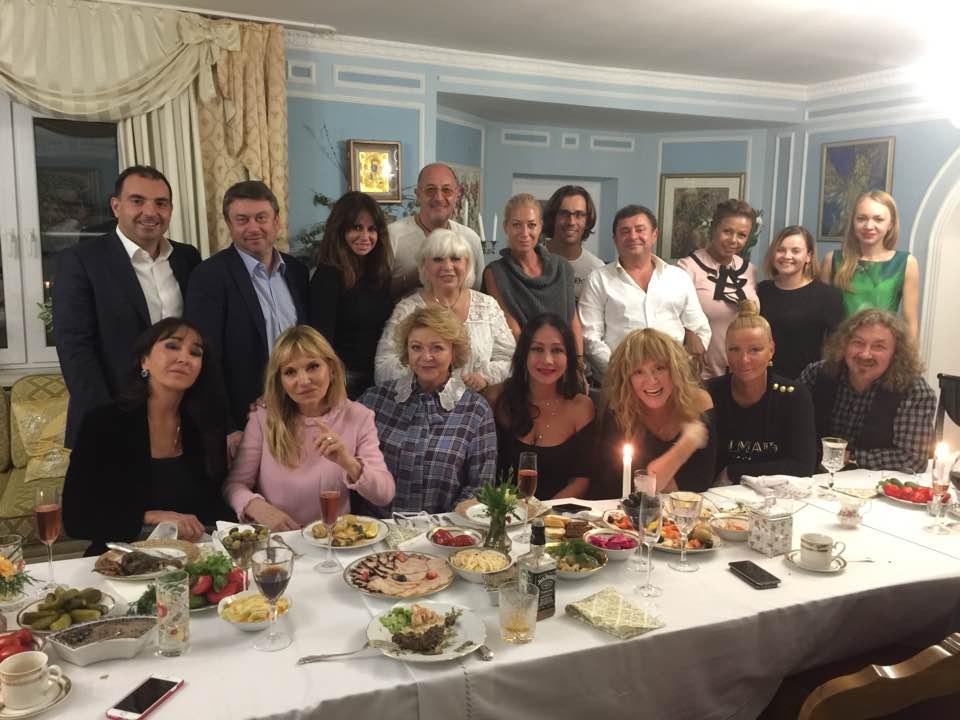 Алла Пугачева оторвалась на дне рождении подруги