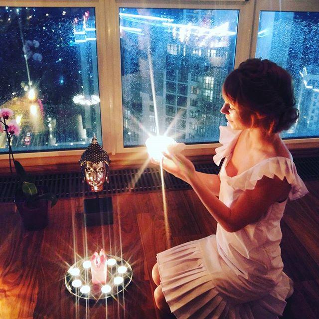 Светлана Тарабарова устроила девичник при свечах