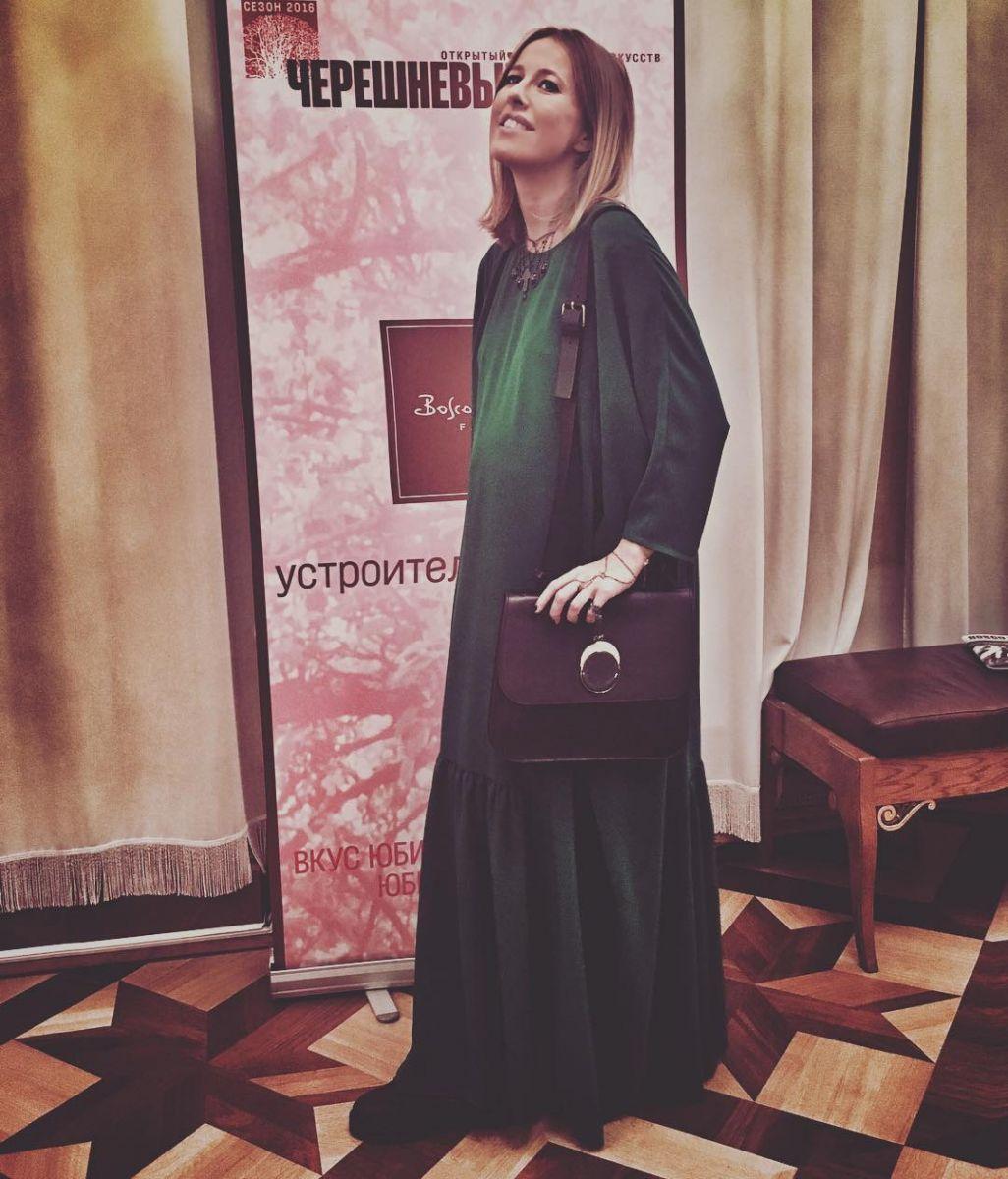 А где же живот: беременная Ксения Собчак удивила тонкой талией
