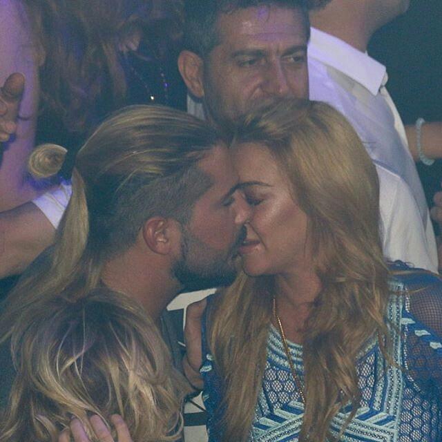 Горячие поцелуи: Линдси Лохан с бойфрендом не сдерживают пылких чувств на публике