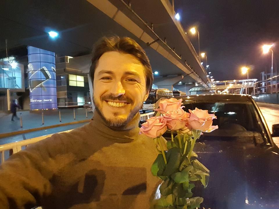 Love is: Сергей Притула нарушил правила дорожного движения ради любимой жены