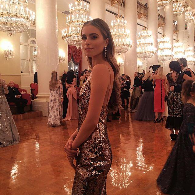 Внучка Софии Ротару восхищает стильным образом на балу дебютанток