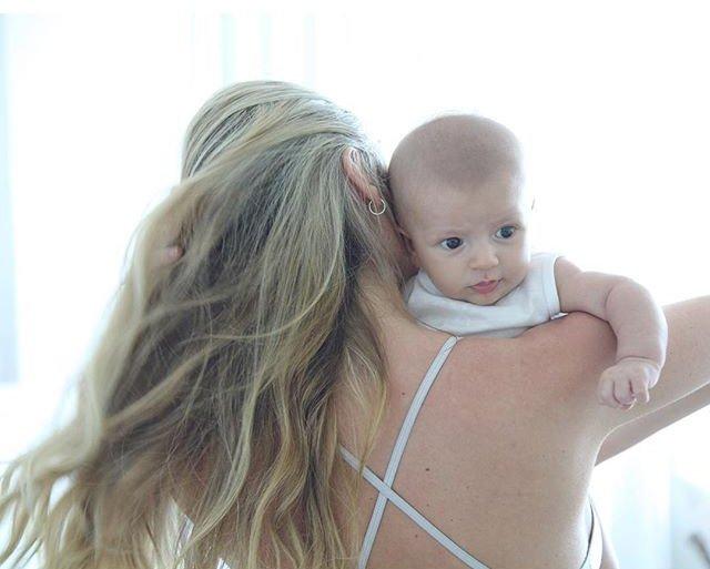Горячая мамочка: впервые после родов Кэндис Свейнпол позирует в бикини