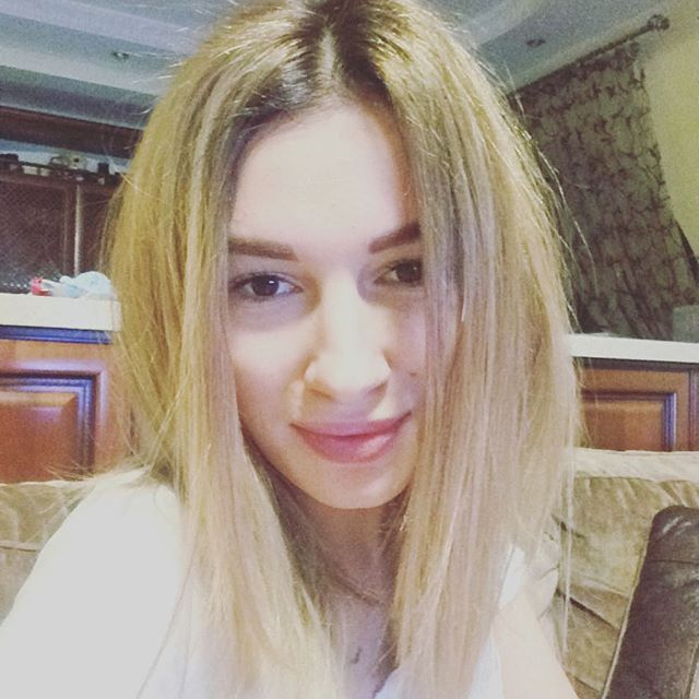 Не узнать: Настя Приходько стала яркой блондинкой