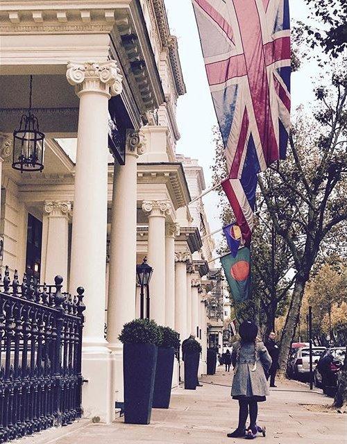 Маленькая леди: Харпер Бекхэм гуляет по улицам Лондона