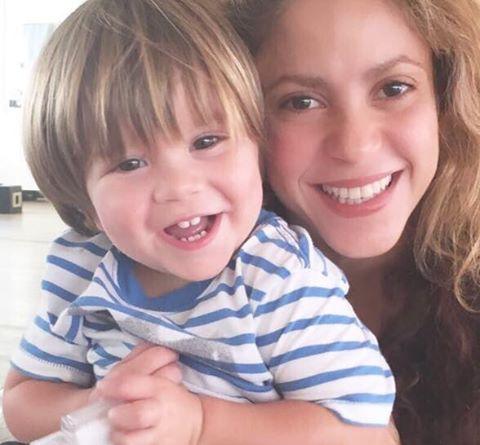 Шакира отменила концерты из-за болезни младшего сына