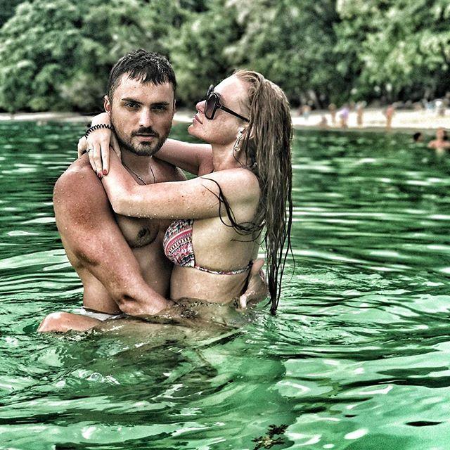 """Мистер и мисс соблазнительность: Слава из """"Неангелов"""" и ее муж публикуют секси-фото с отдыха"""