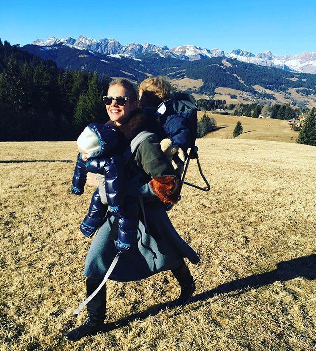 Бабушка приехала: Наталья Водянова растрогала поклонников семейным фото