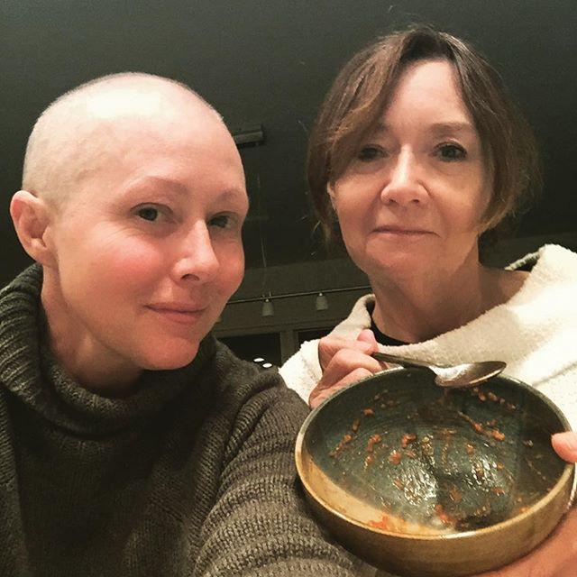 Снова без волос: Шэннен Доэрти начала новый курс лучевой терапии