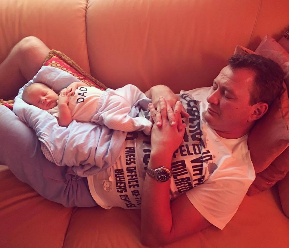 В сеть попало первое фото полугодовалого сына Марата Башарова
