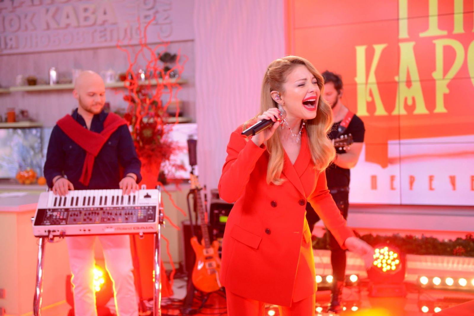 Total red look: Тина Кароль поразила своим красным образом