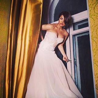Гайтана засипала мережу знімками в нарядах нареченої: весіллі бути?