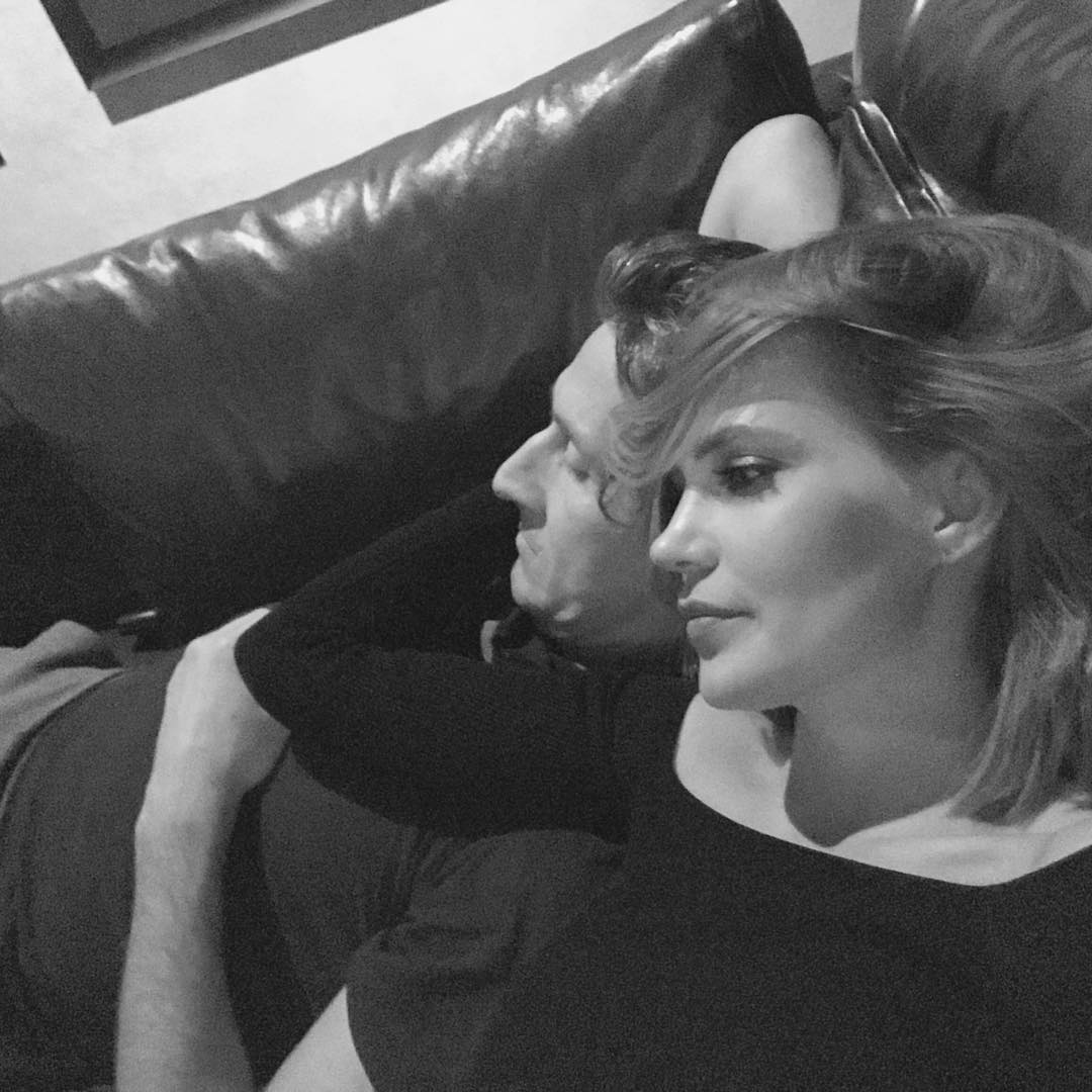 По-семейному: Глюкоза наслаждается уютными вечерами с любимым мужем