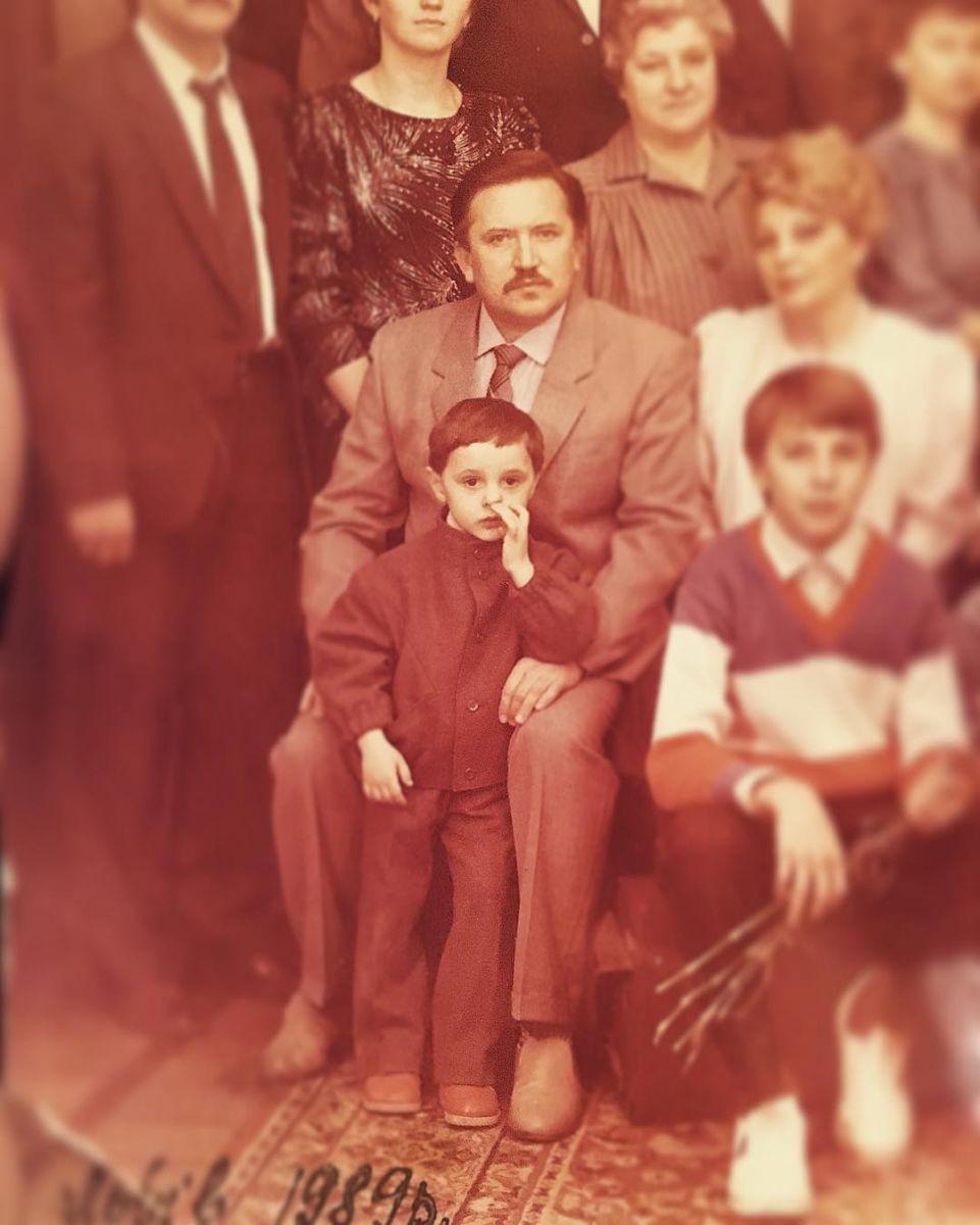 Из домашнего архива: Виталий Козловский показал свое детское фото