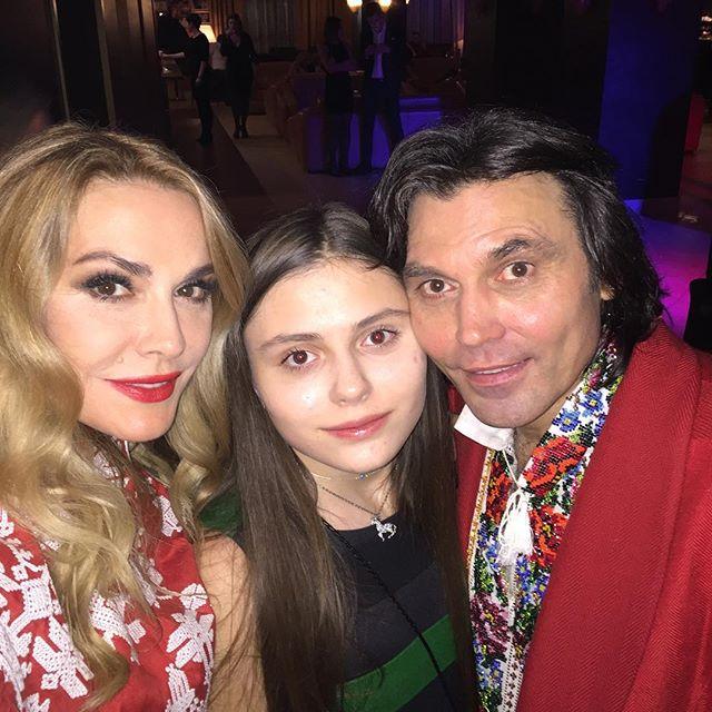 Каникулы по-украински: Ольга Сумская отдохнула с семьей в Яремче
