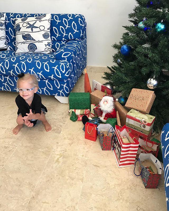 Самое оригинальное поздравление: Тимати забавно поздравил малышку-дочь с Новым годом