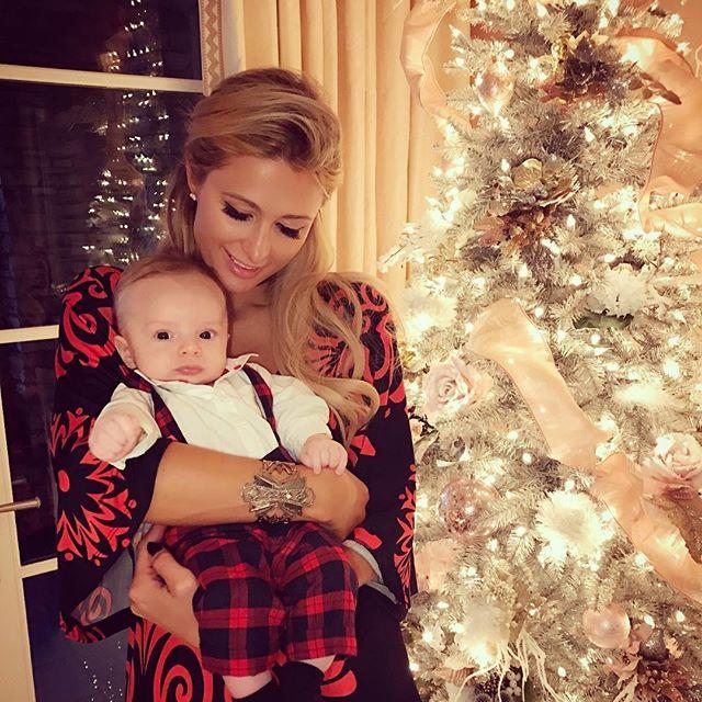 Словно мама: поклонники умилились трогательным снимком Пэрис Хилтон с племянн