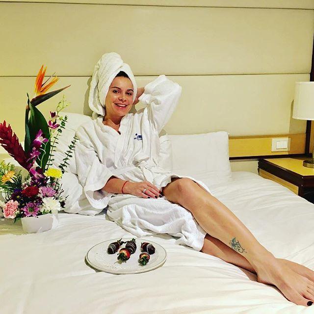 38-летняя Лилия Подкопаева демонстрирует подтянутое тело в бикини на Багамах