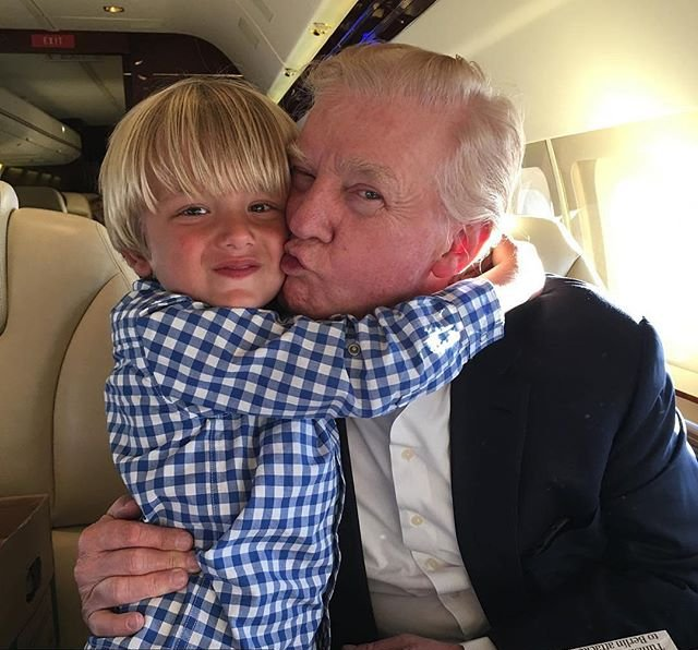 Любящий дед: Дональд Трамп поделился трогательным фото с внуком