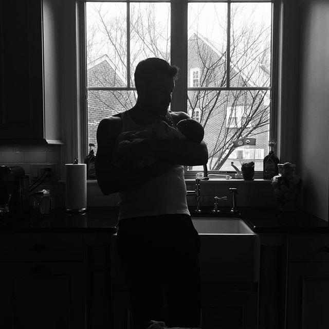 Жена Максима Чмерковского показала первое фото их новорожденного сына