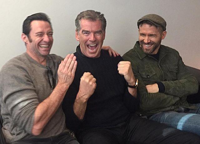 Ох, красавцы: Хью Джекман поделился фото с Пирсом Броснаном и Райаном Рейнольдсом