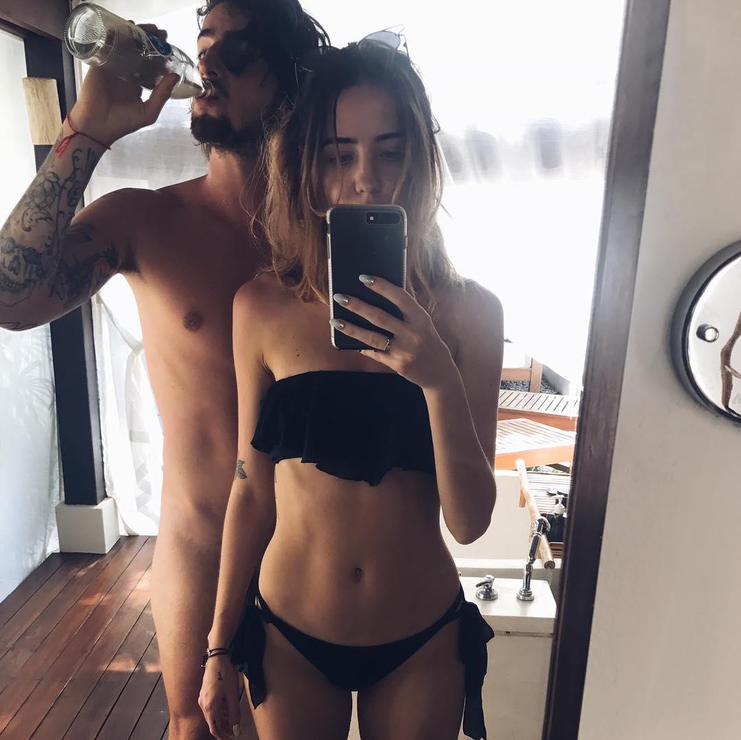 Владимир Дантес поделился откровенным селфи в зеркале, где вместе со своей супругой Надей Дорофеевой позирует совершенно голым.