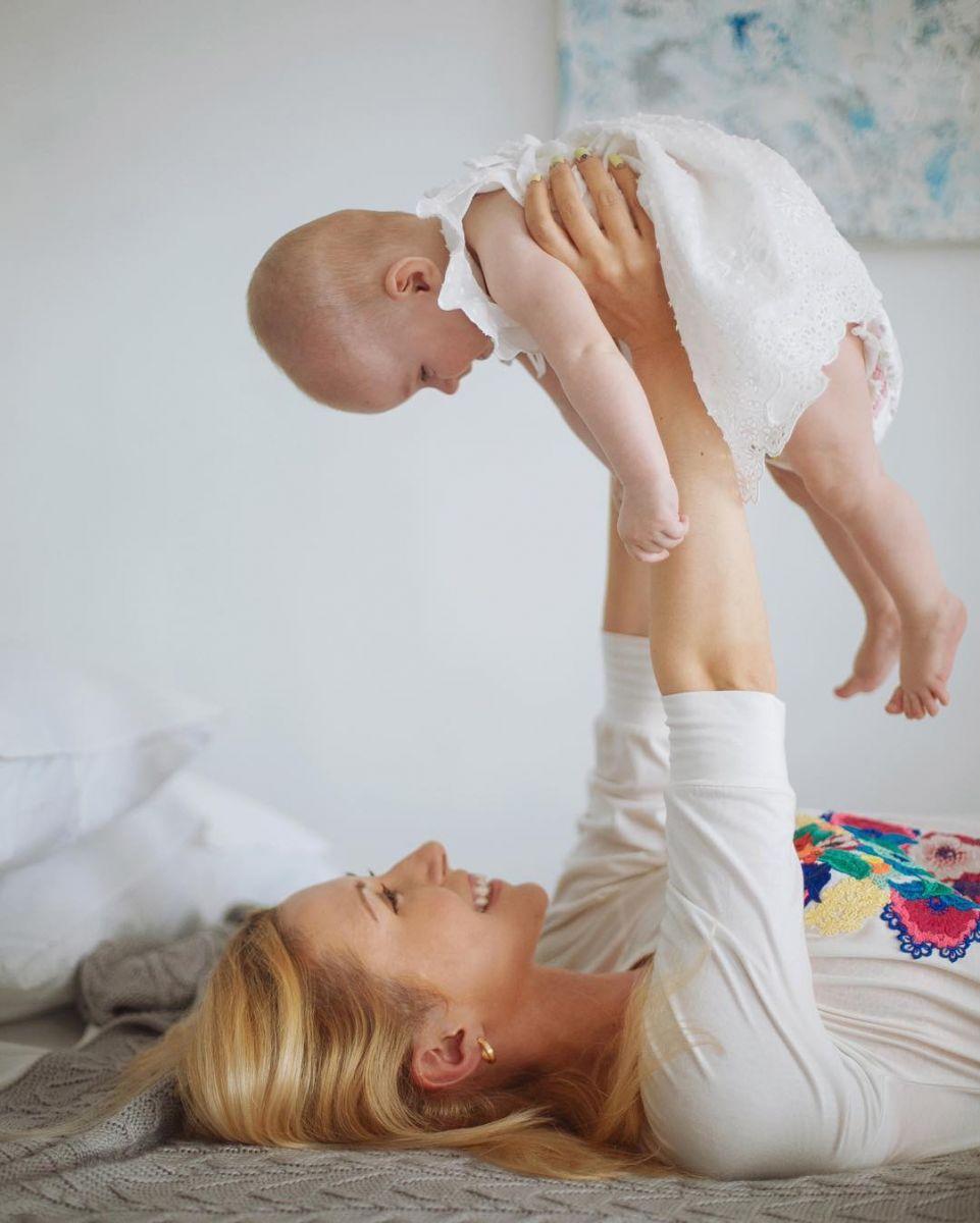 Тоня Матвиенко впервый раз показала свою небольшую дочь
