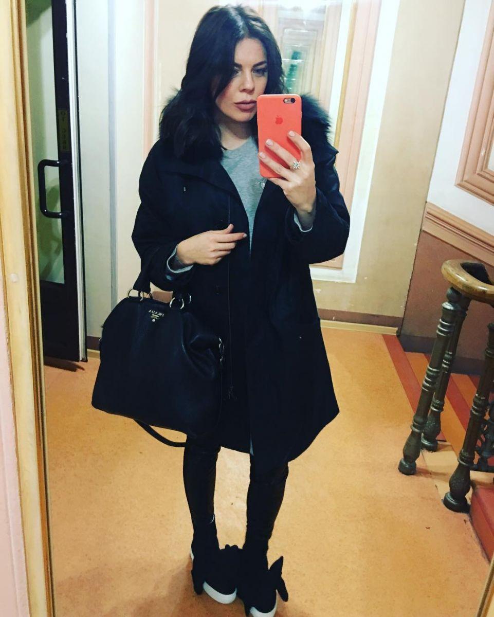Больше не рыженькая: беременная Анастасия Стоцкая кардинально сменила имидж