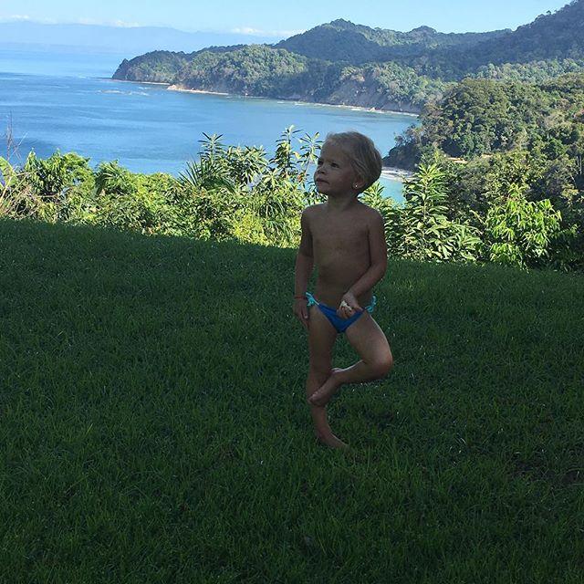 Милые серферы: Тимати учит малышку-дочь покорять волны