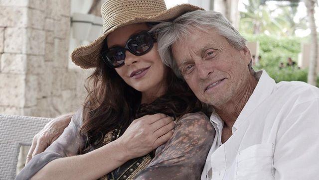 Кэтрин Зета-Джонс растрогала поклонников романтичным фото с супругом