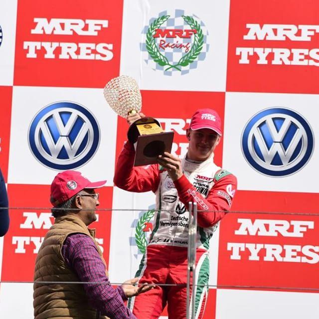 """По стопам отца: сын Михаэля Шумахера дебютировал в гонке """"Формула-3"""""""