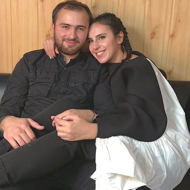 Джамала заобнимала своего жениха в День объятий