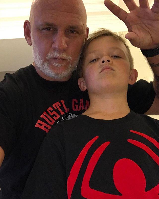 Гордый папа: Потап растрогал поклонников фото с сыном