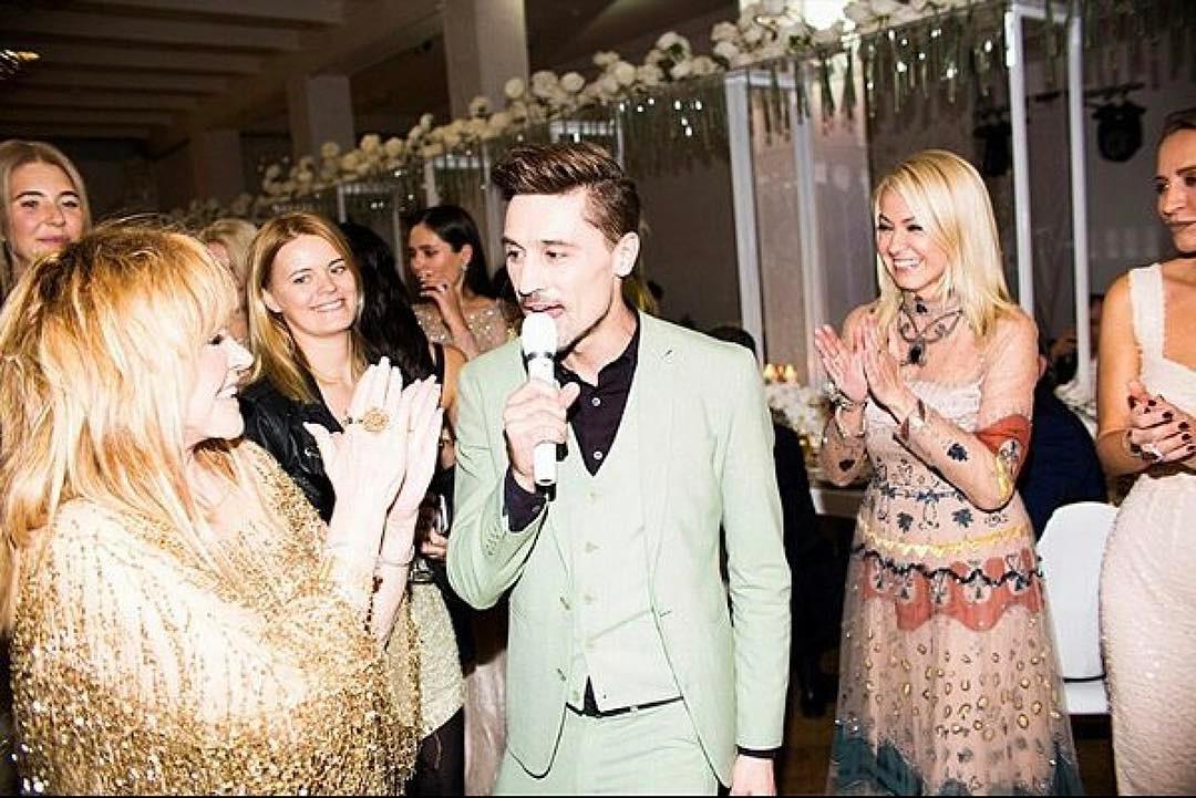 Алла Пугачева в золотистом платье удивила чувственным дуэтом с Димой Биланом