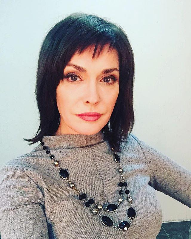 Каре и черный цвет волос: Ольга Сумская показала новый образ