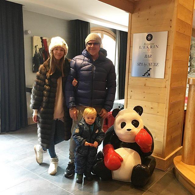 По-семейному: Владимир Пресняков с женой и крошкой-сыном отдохнул в Альпах