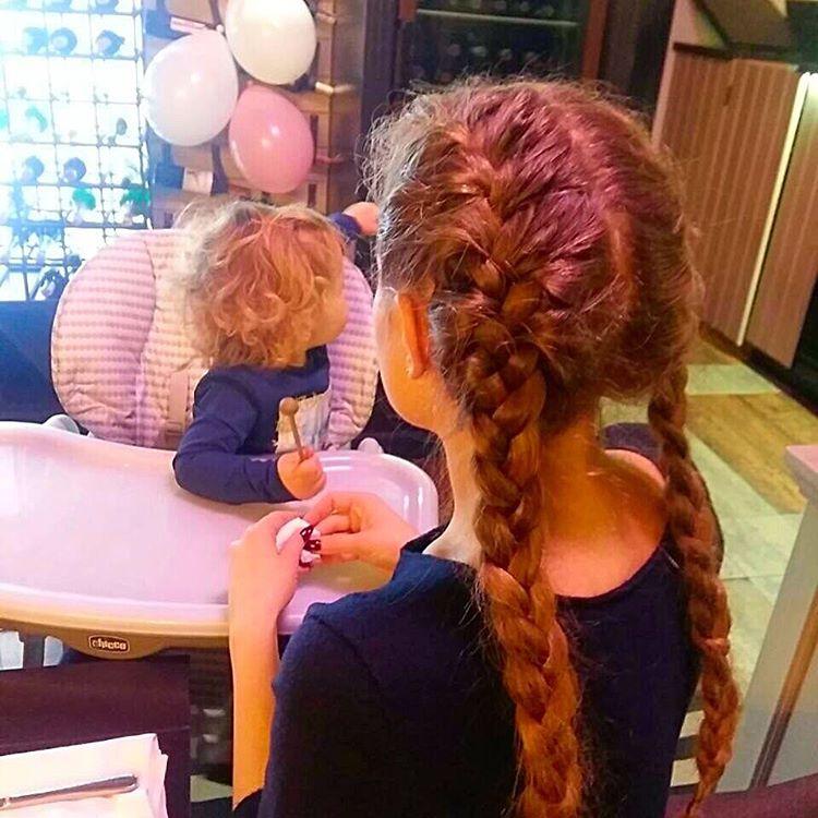 Як сестрички: схудла Яна Соломко опублікувала фото з кудряшкой-донькою