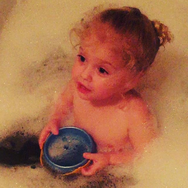 Крупным планом: Алла Пугачева опубликовала фото малышки-дочери