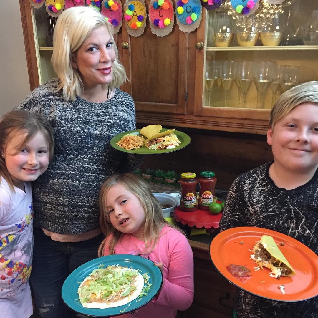 Торі Спеллінг з дітьми