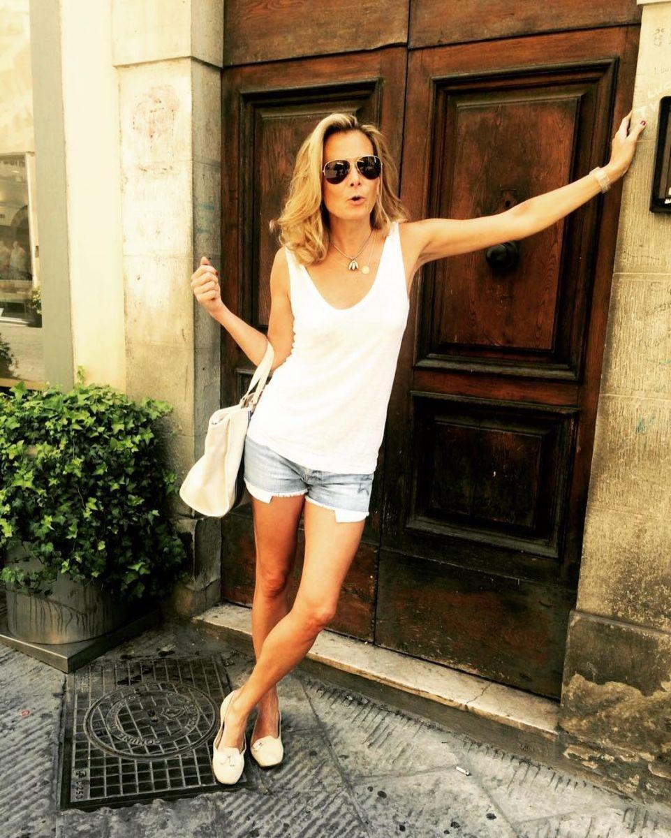Анита Луценко похвасталась стройными ножками в мини-шортах изоражения